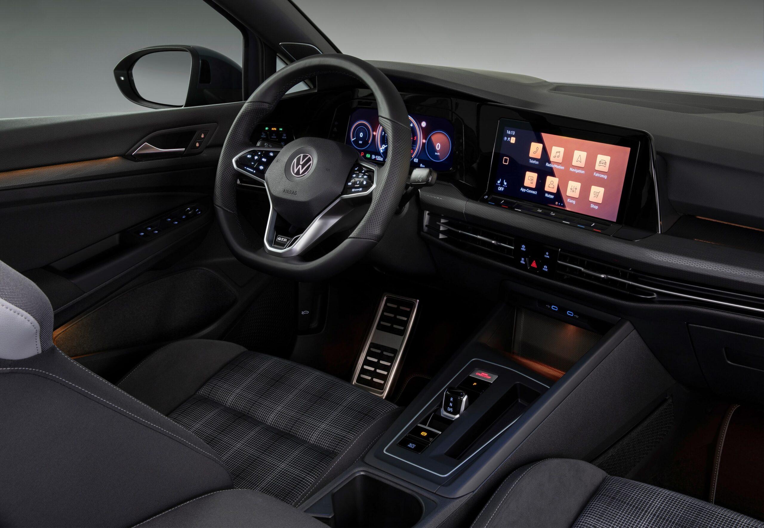 Volkswagen Golf 8 GTD Interni 2
