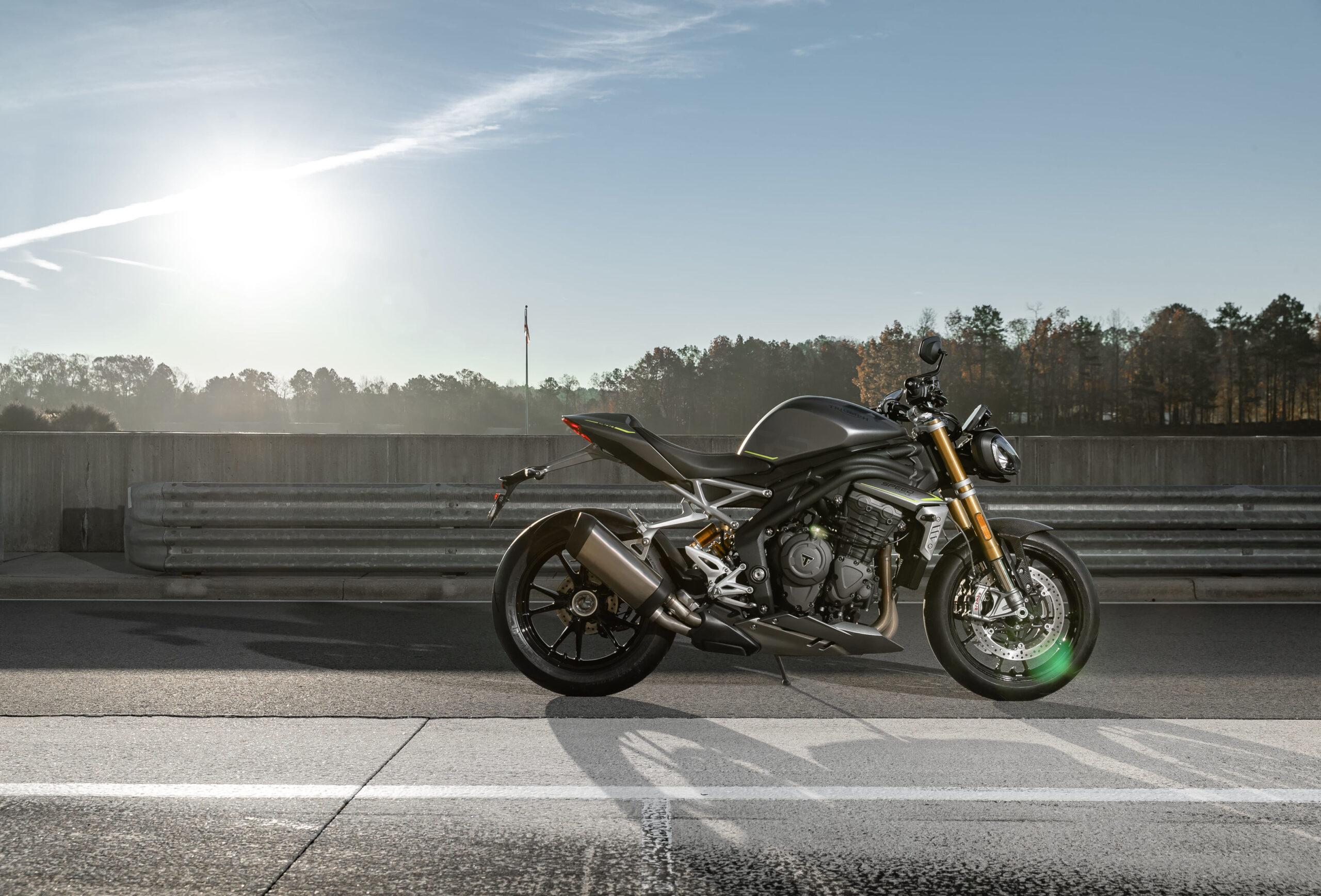Triumph Speed Triple 1200 RS 01