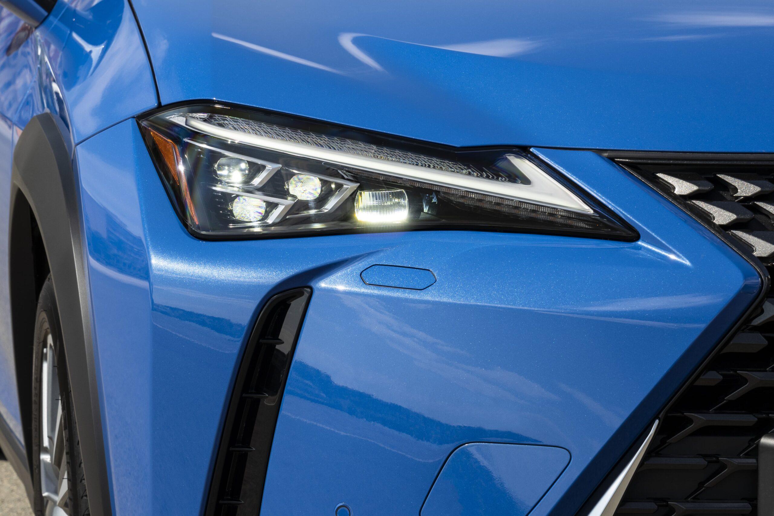 Lexus UX300e 05