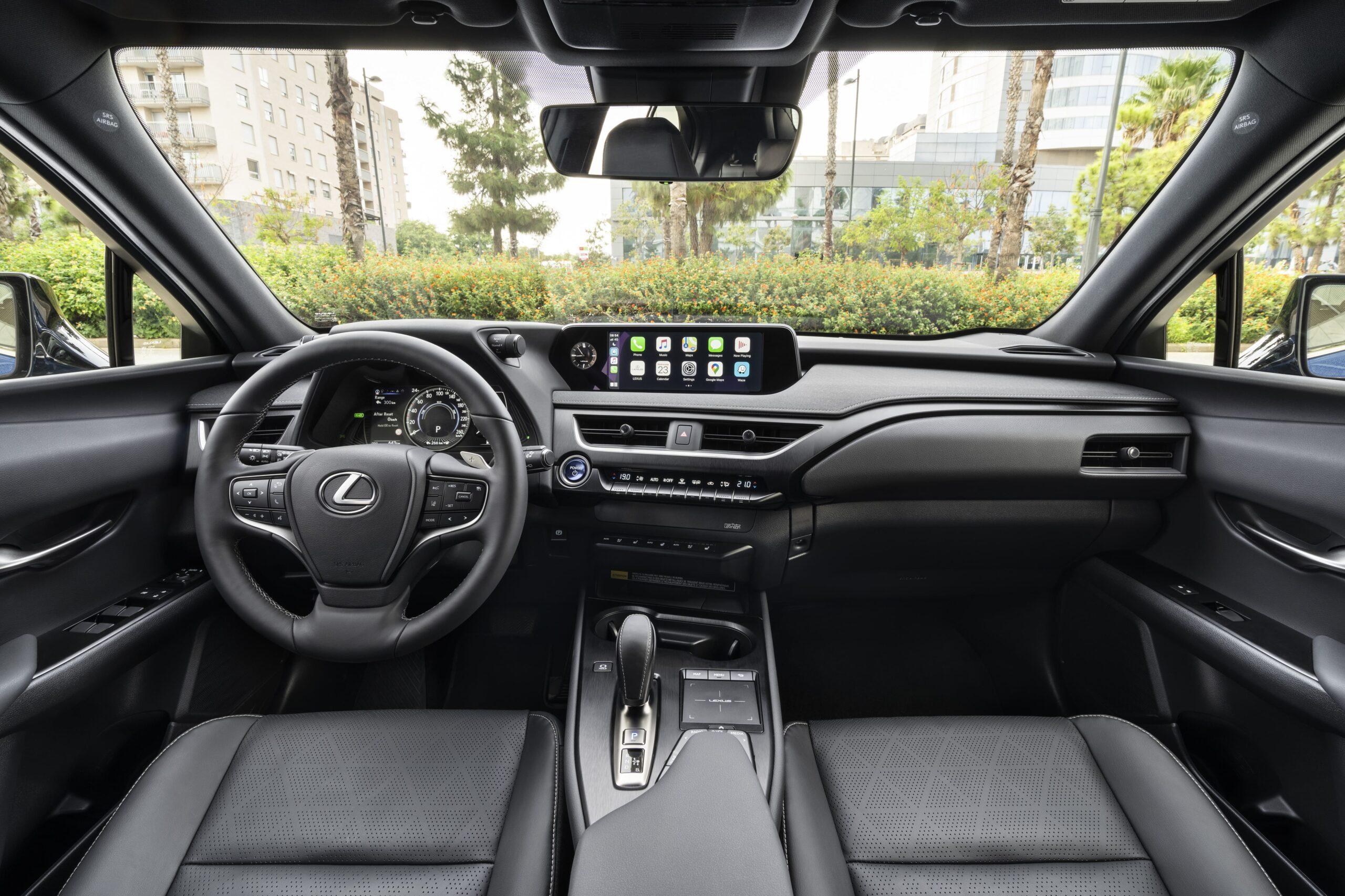 Lexus UX300e 06