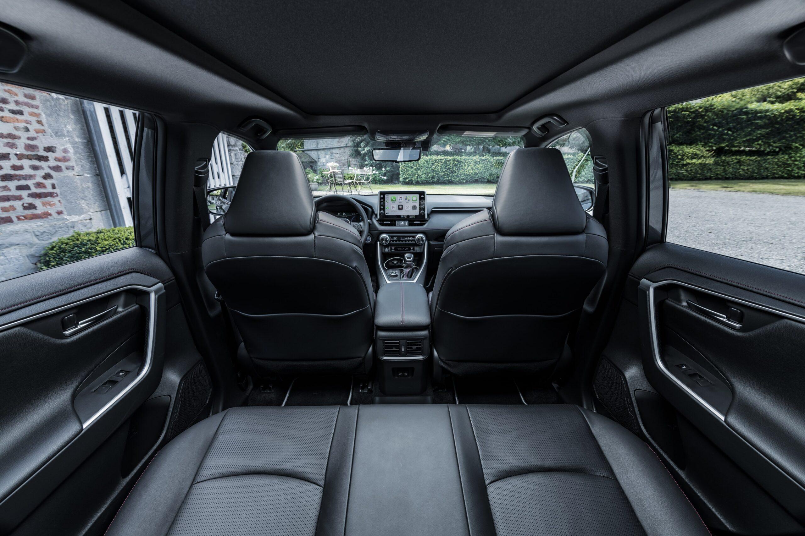 Toyota RAV4 Plug-in Hybrid 06